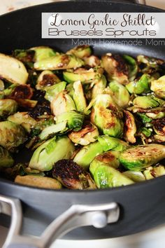Lemon Garlic Skillet Brussels Sprouts - Fresh Brussels sprouts sauteed in olive oil, minced garlic, lemon juice, and lemon zest. The perfect side dish recipe! Garlic Brussel Sprouts, Brussels Sprouts, Sprout Recipes, Vegetable Recipes, Vegetable Sides, Vegetable Side Dishes, Cooking Recipes, Healthy Recipes, Juice Recipes