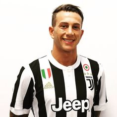 """Mi piace"": 326.7 mila, commenti: 2,094 - Juventus Football Club (@juventus) su Instagram: ""OFFICIAL: @fbernardeschi is a Bianconero! He joins Juventus on a five-year deal through 2022!…"""
