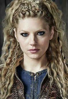 "Katheryn Winnick is known as ""Lagertha"" from the TV series ""Vikings"". Vikings Lagertha, Lagertha Hair, Lagertha Costume, Vikings Tv, Braided Hairstyles, Wedding Hairstyles, Viking Hairstyles, Hairstyles 2018, Relaxed Hairstyles"