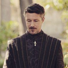 Aidan Gillen as Lord Baelish (Litterfinger) in game of thrones Peter Baelish, Lord Baelish, Aidan Gillen, Michael Malarkey, Got Game Of Thrones, Game Of Trones, The North Remembers, Drama Games, Sansa Stark