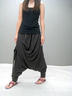 This new design harem pant is like a cross between a skirt and pants ,they have a elastic waistband for flexible fits. Features, pleat front, bee bucket
