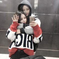 S-KOREA Brownie brownie 4 shot derringer Ulzzang Korean Girl, Cute Korean Girl, Ulzzang Couple, Asian Girl, Cute Lesbian Couples, Lesbian Love, Bff Goals, Couple Goals, Korean Best Friends