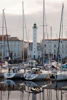 La Rochelle Lighthouse - http://www.visit-poitou-charentes.com/en/La-Rochelle-Ile-de-Re/La-Rochelle France https://www.hotelscombined.fr/Place/Reunion.htm?a_aid=150886