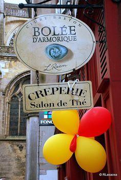"""Bayona - Francia / Bayonne - France    Fotografías de Bayona, Francia.  Cartel de un bar-restaurante cercano a la Catedral.  Cidre breton """"Bolée d'Armorique"""" Creperie Salon de The"""
