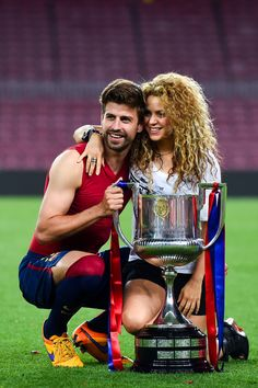 Gerard Pique of FC Barcelona and Shakira pose with the trophy after FC Barcelona won the Copa del Rey Final match against Athletic Club at Camp Nou on May 30, 2015 in Barcelona, Catalonia.