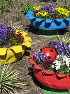 Step-by-step making tire planters - including flower shapes, and tires with rims on Diy Planters Outdoor, Tire Planters, Garden Planters, Outdoor Gardens, Potted Garden, Planter Ideas, Tire Garden, Lawn And Garden, Garden Crafts