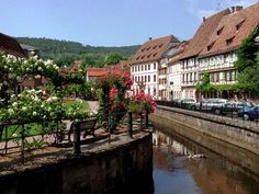 Image from http://jamesfrey.com/pix_trips/europe04/Fr_Alsace_Wissembourg_8935.jpg.