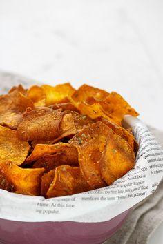 RECETA FÁCIL   Los chips de boniato son ideales para acompañar un plato principal, o para servir de aperitivo. Además, son muy fáciles y rápidos de hacer.