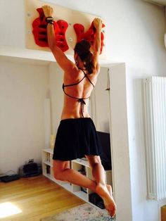 Where do I find that hangboard? Climbing Girl, Ice Climbing, Boulder Climbing, Rock Climbing Holds, Indoor Climbing, Rock Climbing Training, Rock Climbing Workout, Crossfit, Outdoor Gym