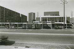 Geerstraat, nog met overdekte bushalte en kiosk voor schouwburg