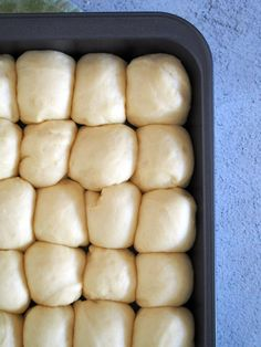 Enjoy Hawaiian rolls fresh and warm from the oven.These buns have a kick of sweetness from pineapple juice, brushed with butter and baked to perfection. Classic Bread Recipe, Best Bread Recipe, Yeast Rolls, Bread Rolls, Hawaiian Sweet Rolls, Hawaiian Buns, Sweet Roll Recipe, Easy Starters, Baking Recipes