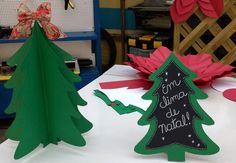 Árvore de Natal feita com papel é uma opção prática de enfeite para a casa (Foto: Carolina Berger/Gshow)