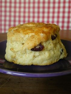 Fabuleux scones de Rose Bakery - Packt like pralines in a crushd tin box - Tea Rise Bakery, Brookies Recipe, Cake Recipes, Dessert Recipes, Cheesecake Cake, Biscuit Recipe, Vegan Baking, Kitchen Recipes, Food And Drink