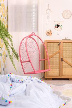 #girassol #paineladesivo #quartosdecriança #montessoriano #balanço #decoraçãoinfantil #decorforkids #quartoinfantil #quartocharmoso #bohodecor #cabeceira #quartodemenina #designbrasileiro #decoração Hanging Chair, Designers, Furniture, Home Decor, Concrete Slab, Children's Swing Set, Tree Canopy, Infant Room, Baby Room Girls