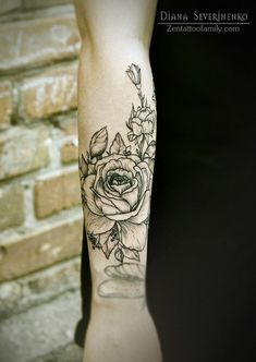 This line style of flowers for the outter right thigh... up to the back of hip. 55+ Awesome Forearm Tattoos | Cuded