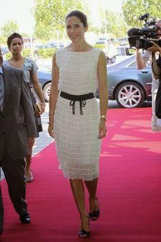The catalogue of royal fashion : Photo