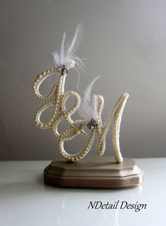 Artículos similares a Wedding Cake Topper Multiple Letter Monogram Custom Vintage Pearl in Ivory Lace and White Feather for a Vintage or Gatsby Wedding en Etsy Vintage Wedding Centerpieces, Wedding Rings Vintage, Wedding Decorations, Gatsby Wedding, Diy Wedding, Wedding Gifts, Wedding Cake Toppers, Wedding Cakes, Engagement Ring Platter