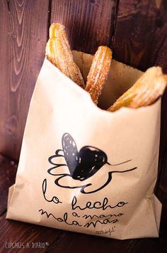 Xurros (Cupcakes a diario) Food Box Packaging, Food Packaging Design, Packaging Design Inspiration, Churreria Ideas, Mexican Food Recipes, Sweet Recipes, Comida Picnic, Restaurant Menu Design, Food Wishes