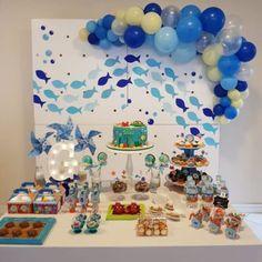 Festa fundo do mar: 75 inspirações e tutoriais para fazer a sua Shark Birthday Cakes, Baby 1st Birthday, Boy Birthday Parties, Ocean Party, Under The Sea Party, Baby Shark, Birthday Decorations, First Birthdays, Lucca