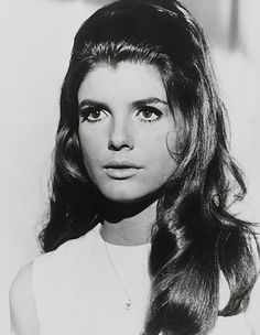 Katharine Ross - Is perhaps best known for her role as Elaine Robinson in the 1967 film 'The Graduate', staring opposite Dustin Hoffman, which won her an Academy Award nomination for Best Supporting Actress. Katherine Ross, Classic Beauty, Timeless Beauty, Classic Tv, Classic Hollywood, Old Hollywood, Hollywood Glamour, Pretty People, Beautiful People