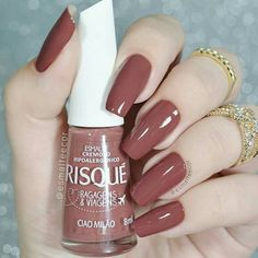 Want some ideas for wedding nail polish designs? This article is a collection of our favorite nail polish designs for your special day. Sns Nails Colors, Nail Polish Colors, Love Nails, Pretty Nails, My Nails, Acrylic Nails Natural, Almond Acrylic Nails, Almond Nails, Nagel Blog