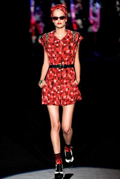 Anna Sui Spring 2012 Ready-to-Wear Fashion Show - Milou van Groesen