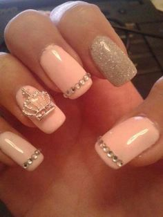 Pink, gems and a crown with glitter.  #trythisnail Cute nails 101 | Cuded
