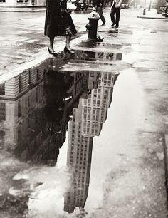 NYC. April Shower, 1951 // Bedrich Grunzweig