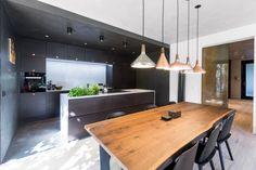 Byt v zajetí betonu - Mio architects s. Conference Room, Kitchen, Table, Nerd, Furniture, Architects, Home Decor, Cooking, Decoration Home