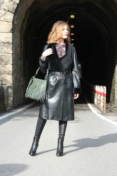 Long leather coat and ankle boots made in Italy (Fashion Outfit Idea) Long Leather Coat, Leather Trench Coat, Black Faux Leather, Trench Coats, Thigh High Boots Heels, Ankle Boots, Italy Fashion, 70s Fashion, Fashion Beauty