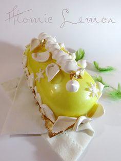 Bûche Atomic Lemon - Crémeux citron, mousse chocolat blanc et citron, meringue, sur dacquoise amande bergamote