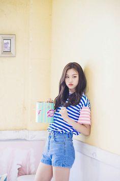 Doyeon in Sugar and Me! Kpop Girl Groups, Korean Girl Groups, Kpop Girls, Pop Fashion, Asian Fashion, K Pop, Shorts Style, Kim Chungha, Chica Cool