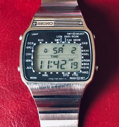 Seiko A358-5000 aka WorldTime (1979) Retro Watches, Vintage Watches, Lcd, Digital Watch, Casio Watch, Seiko, Men's Fashion, Hobbies, Retro Clock