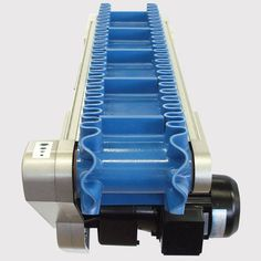 This conveyor features a 157 mm wide belt with cleats and corrugated sidewalls to securely transport small parts. Conveyor System, Conveyor Belt, Mechanical Engineering Design, Stollen, Coffee Roasting, Montage, Pipes, Cleats, Woodworking