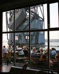 De Kompaszaal is een grand café/restaurant gevestigd in de historische aankomst- en vertrekhal van de voormalige KNSM. Super uitzicht vanaf 1 hoog over het IJ,  Open: woensdag van 11.30 tot 18.00 en van donderdag t/m zondag van 11:30 tot 01:00.