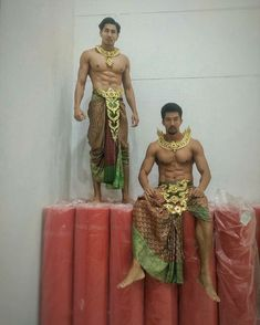 Traditional Thai Clothing, Traditional Fashion, Traditional Dresses, Thailand Costume, Thai Dress, Diy Halloween Costumes, Male Beauty, Asian Men, Beautiful Men