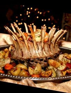 Get ready for a round of applause and a standing ovation from your dinner table guests with this impressive dish! The dramatic presentation of the Crown Ro. Pork Loin Side Dishes, Lamb Side Dishes, Crown Roast Recipe, Crown Roast Of Pork, Lamb Recipes, Cooking Recipes, Roast Rack Of Lamb, Paleo Thanksgiving, Roasted Root Vegetables