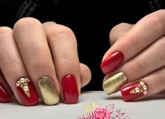 Who said that only dark or pastel manicure can be decorated diamonds? Bright red nails with rhinestones is the design for the queen! See the best ideas about rhinestones on red nails. Red And Gold Nails, Bright Red Nails, Holiday Nail Colors, Holiday Nails, New Nail Art Design, Nail Art Designs, Gold Manicure, Red Video, Black Sparkle