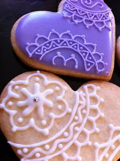 royal icing lace heart cookies