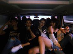 gals  via @courtneyjbarry  chicas  vía @courtneyjbarry  #SelenaGomez #Selena #Selenator #Selenators #Fans