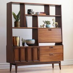 51 Elegant Mid Century Bookcase Design Ideas You Will Love - Page 7 of 51 Mid Century Modern Living Room, Mid Century Modern Decor, Mid Century Modern Furniture, Modern Room, Mid Century Modern Bookcase, Contemporary Furniture, Eclectic Modern, Kitchen Modern, Midcentury Modern