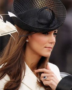 Catherine, Duchess of Cambridge Kate Middleton Hats, Estilo Kate Middleton, Princesse Kate Middleton, Middleton Family, Kate Middleton Style, Windsor, Queen Kate, The Duchess, Kate And Meghan