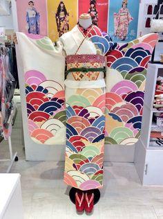 Embedded image permalink Japanese Love, Japanese Fabric, Japanese Prints, Japanese Kimono, Vintage Japanese, Japanese Street Fashion, Asian Fashion, Modern Kimono, Kimono Fabric