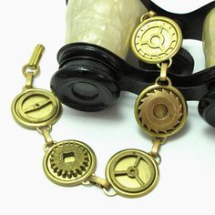 Vintage gear bracelet designed by Mystic Pieces #steampunk #jewelry #mysticpieces