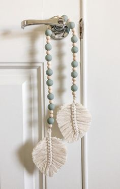macrame plant hanger+macrame+macrame wall hanging+macrame patterns+macrame projects+macrame diy+macrame knots+macrame plant hanger diy+TWOME I Macrame & Natural Dyer Maker & Educator+MangoAndMore macrame studio Macrame Wall Hanging Diy, Macrame Art, Macrame Projects, Macrame Knots, Macrame Curtain, Macrame Bracelets, Macrame Mirror, Loom Bracelets, Micro Macrame