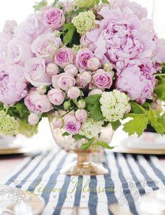 63 trendy ideas for wedding flowers peonies bouquet floral arrangements Beautiful Flower Arrangements, My Flower, Fresh Flowers, Flower Power, Floral Arrangements, Beautiful Flowers, Peony Arrangement, Peonies Centerpiece, Centerpiece Wedding