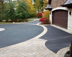 Invite guests in with the top 40 best driveway edging ideas. Explore unique border designs from brick to pavers, concrete, stone landscaping and beyond. Driveway Edging, Circle Driveway, Asphalt Driveway, Stone Landscaping, Driveway Landscaping, Driveway Ideas, Concrete Patios, Patio Circular, Tarmac Driveways