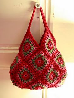 Crochet Granny Square bag - I'd want stronger handles, and perhaps a lining. Love Crochet, Bead Crochet, Crochet Yarn, Crochet Motif, Crochet Woman, Crochet Handbags, Crochet Purses, Crochet Bag Tutorials, Crochet Patterns