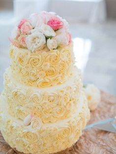 Rosette buttercream piped wedding cake