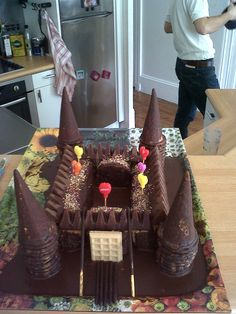Château fort! Castle Birthday Cakes, 8th Birthday Cake, Happy Birthday Fun, Birthday Parties, Heath Cake, Sweetie Cake, Knight Party, Birthday Breakfast, Cake Business